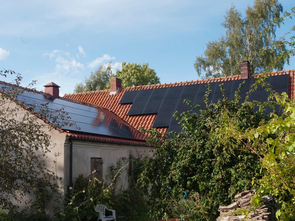 Gör en lönsamhetsberäkning med vår solcellskalkylator på Futura Energi