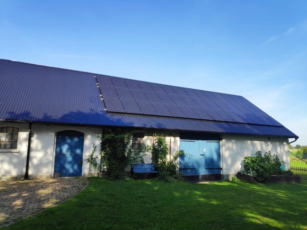 Futura Energi monterade solpaneler på villa i Lövestad