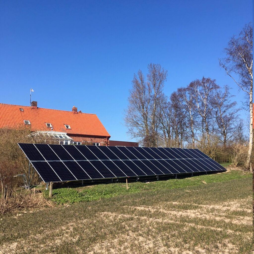 Futura Energi monterade solpaneler som är markmonterade