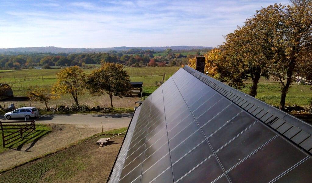 Futura Energi monterade solpaneler på Svabesholms Kungsgård, Kivik