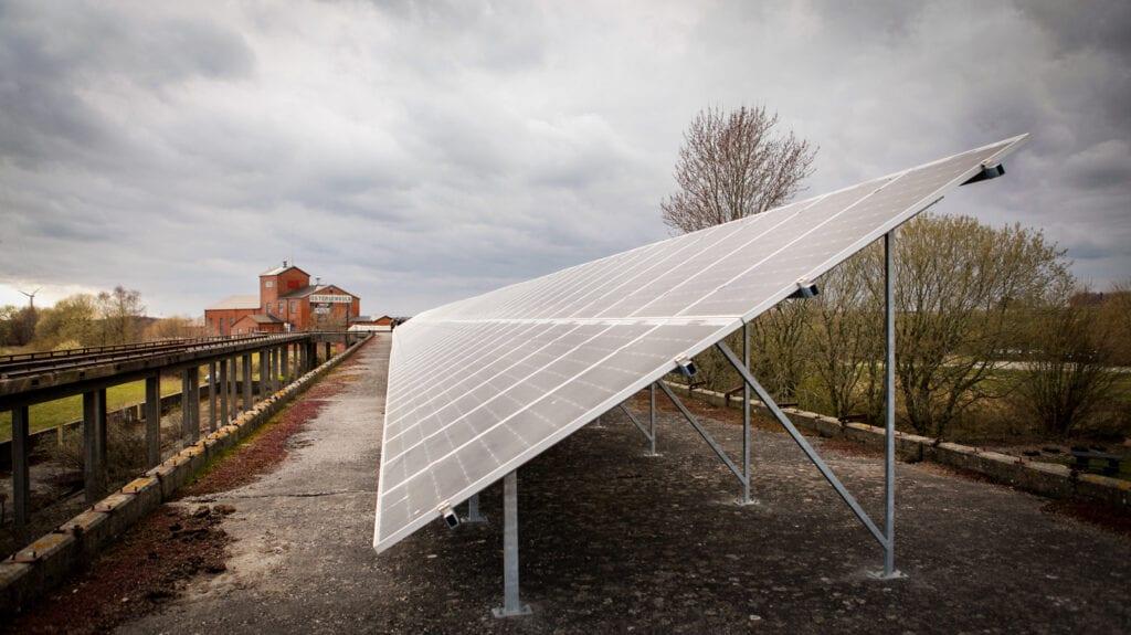 Futura Energi monterade solpaneler på ramp hos Österlenvulk i Gärsnäs som är en våra företag referenser